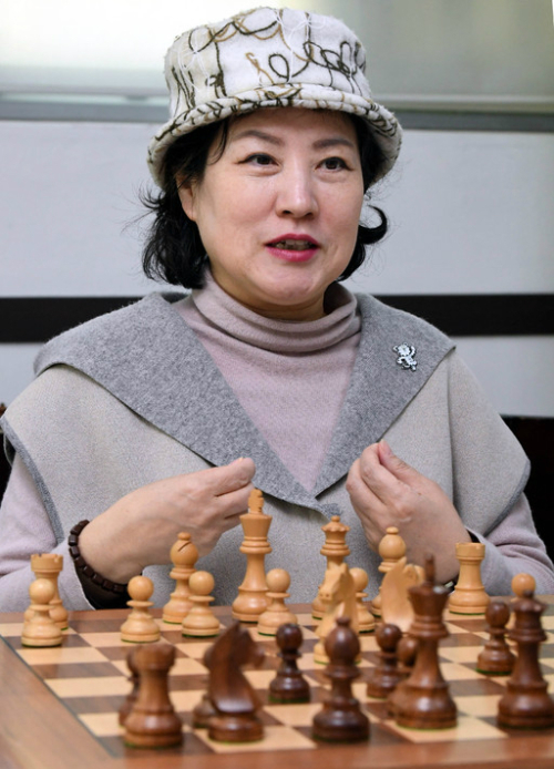 [마이 라이프] 바둑계 마당발, 체스판 '퀸' 되다